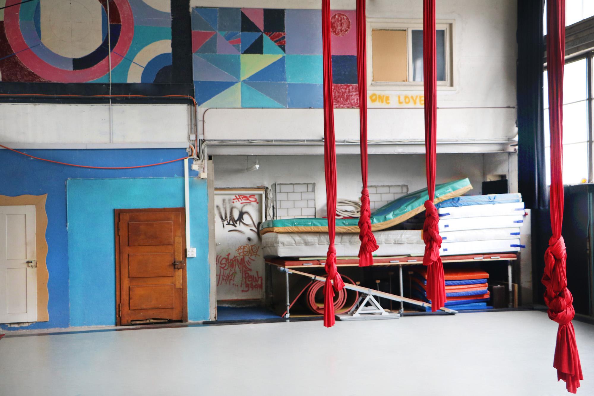 Vertikaltücher im Zirkusquartier